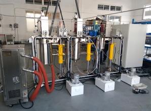高压聚合装置调试现场